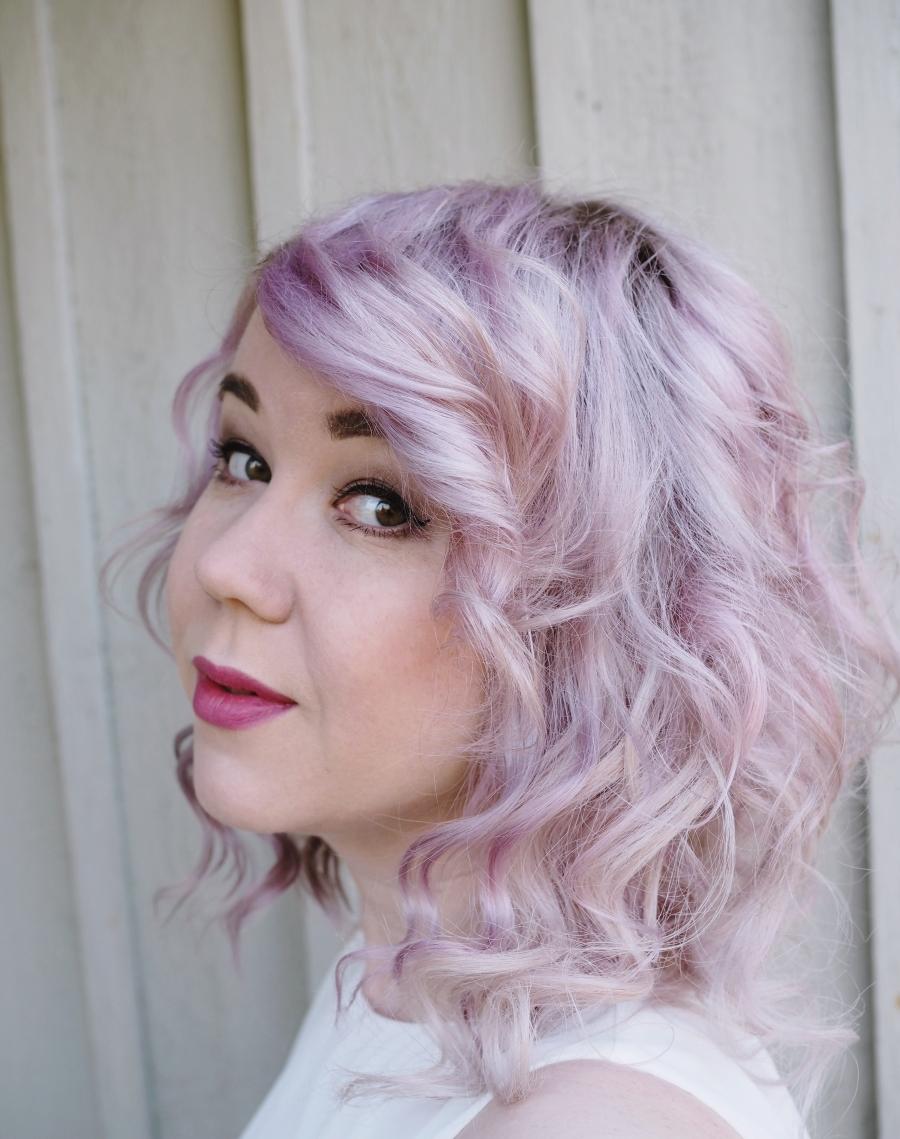Vaaleanpunaiset hiukset shampoolla – kaunein vaaleanpunaisen sävy!